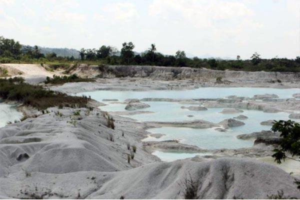Danau Kaolin Tanjung Pandan