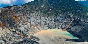 Kawah di Gunung Tangkuban Perahu